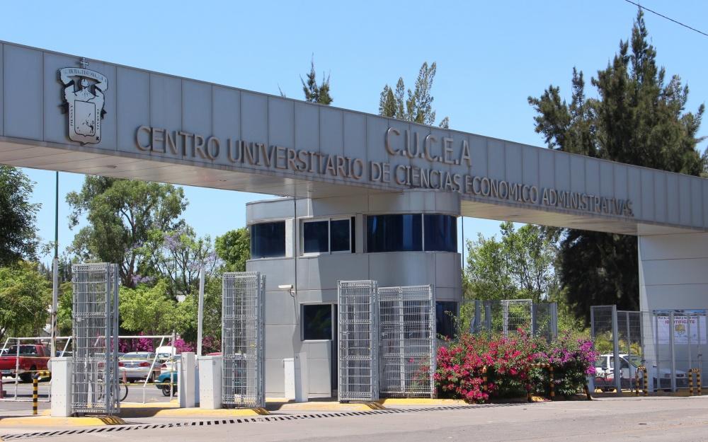 Ingreso principal de Centro Universitario de Ciencias Económico Administrativas