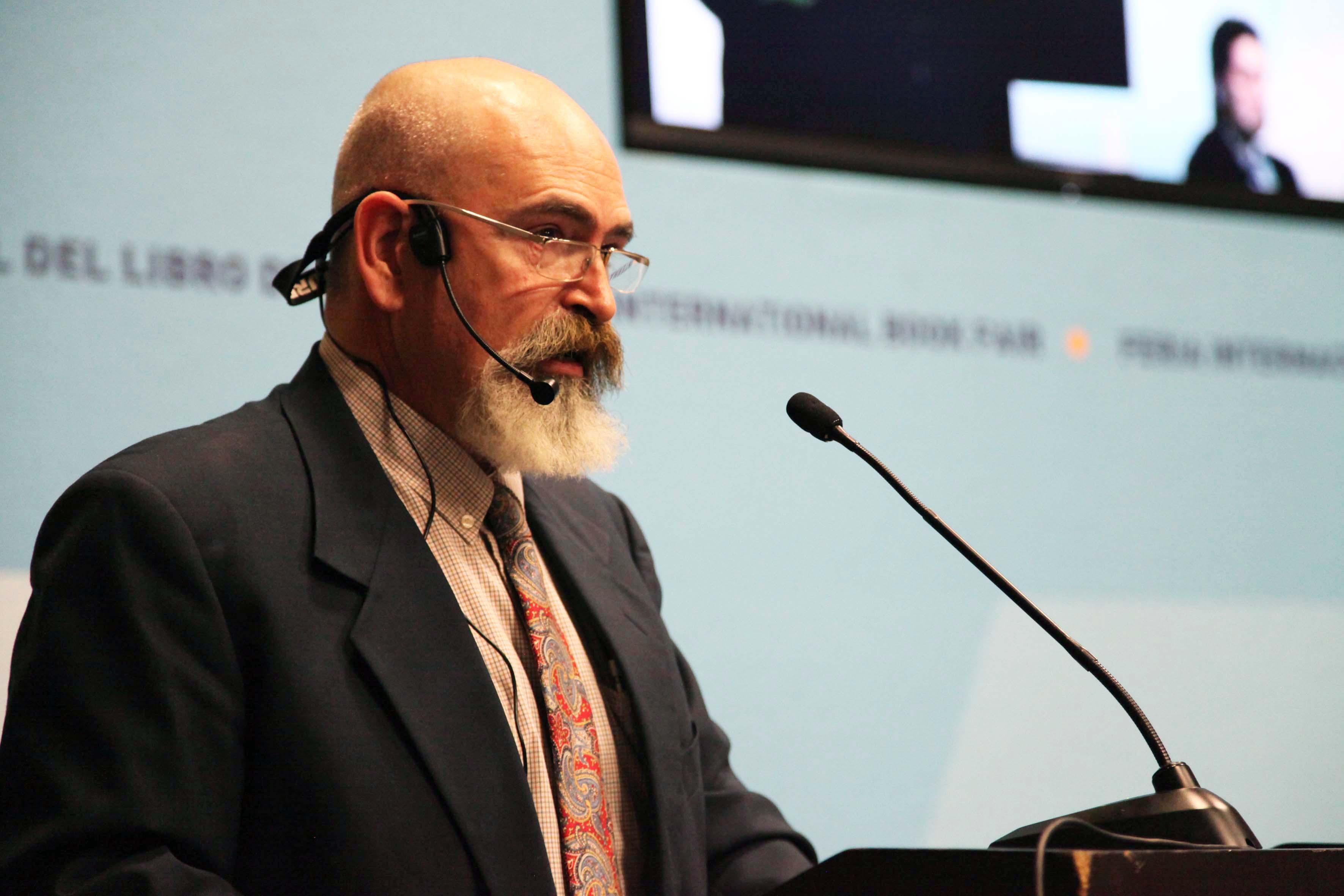 Otorga CUSur reconocimiento al doctor Eduardo Rapoport, quien ha detectado 16 mil especies de plantas comestibles