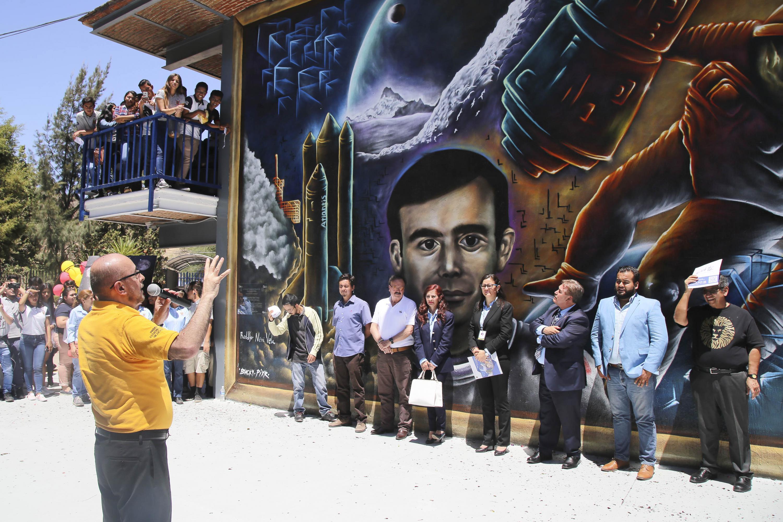 Inauguración del mural de Rodolfo Neri Vela en Preparatoria Regional de Tlajomulco.