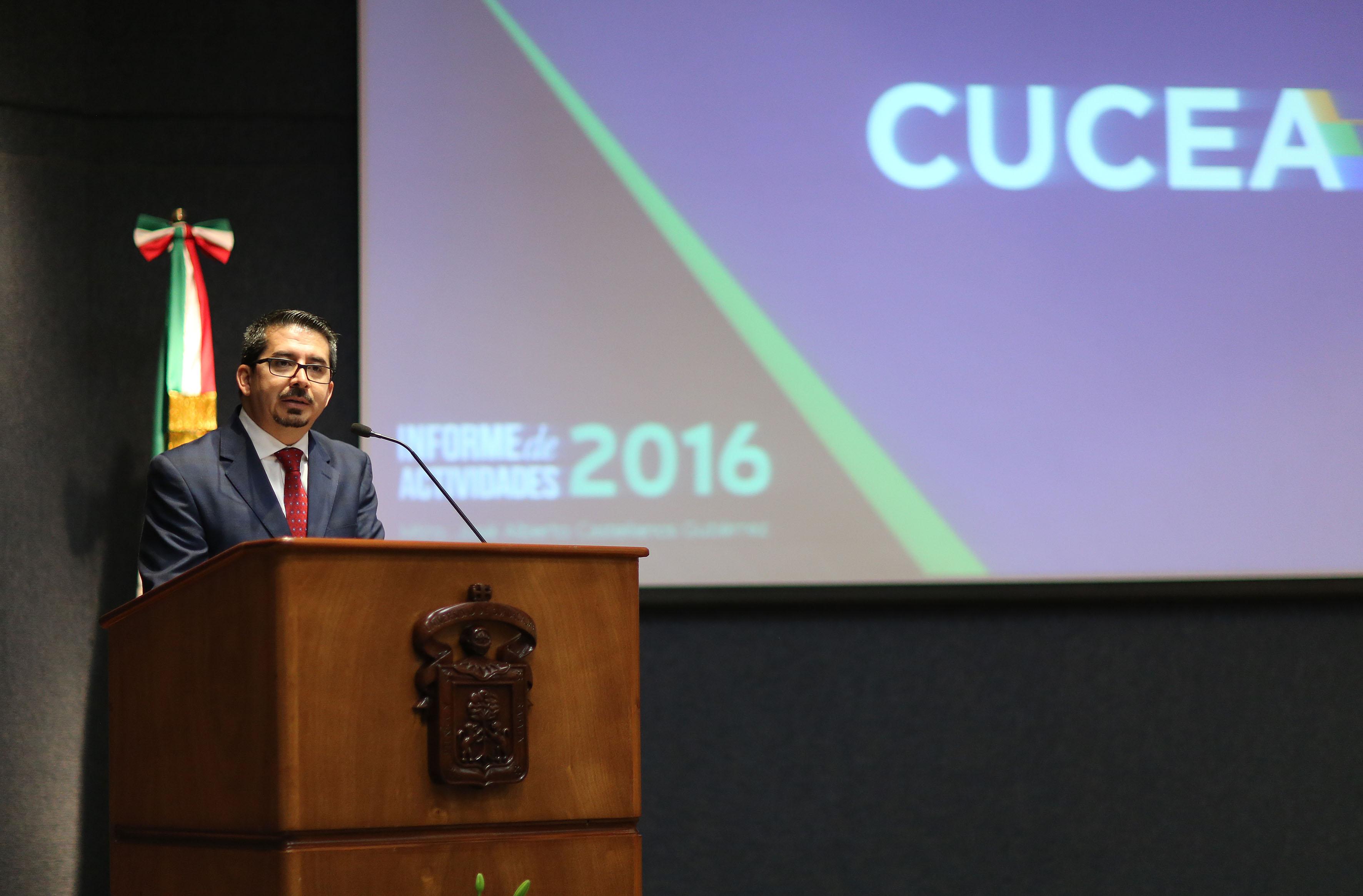 Maestro José Alberto Castellanos Gutiérrez, Rector del Centro Universitario de Ciencias Económico Administrativas (CUCEA), presentando su Informe de Actividades del 2016.