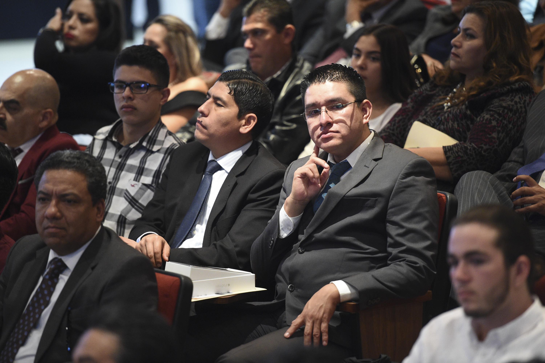 Comunidad universitaria del SEMS, como público asistente del informe de actividades.