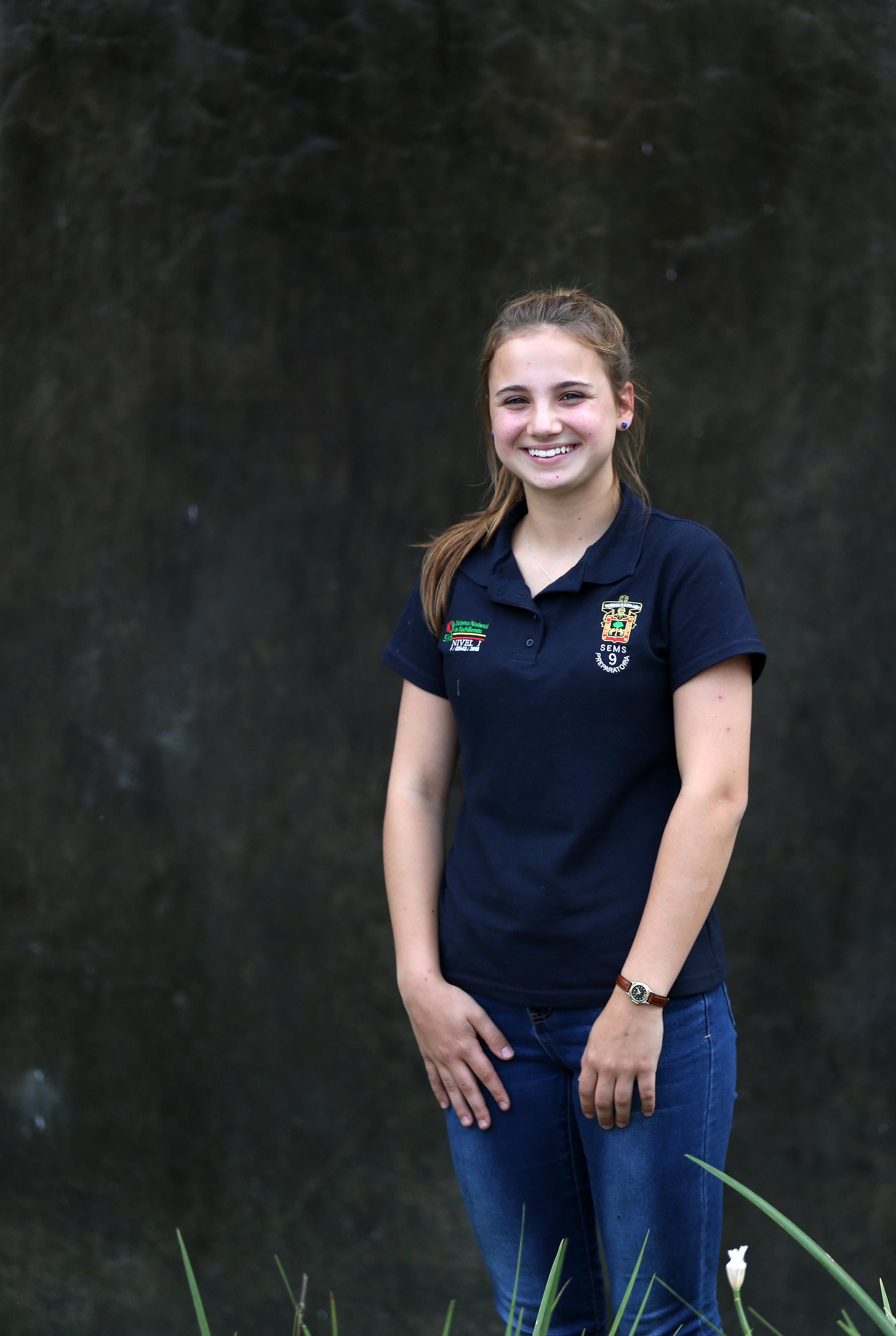 """Elisé Labrecque es alumna en Le Juvénat Notre-Dame, y eligió venir a Guadalajara porque siente amor por México debido a la calidez y la amabilidad de la gente, así como el idioma español, pese a ser una lengua """"un poco difícil""""."""