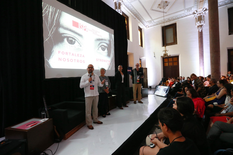 Licenciado Ángel Igor Lozada Rivera Melo, Secretario de Vinculación y Difusión Cultural, participando en la inauguración del congreso internacional