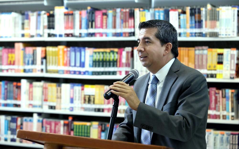 Mtro. José Alberto Castellanos Gutiérrez, profesor titular C y actual  Rector del CUCEA y presidente del equipo de futbol Leones Negros.