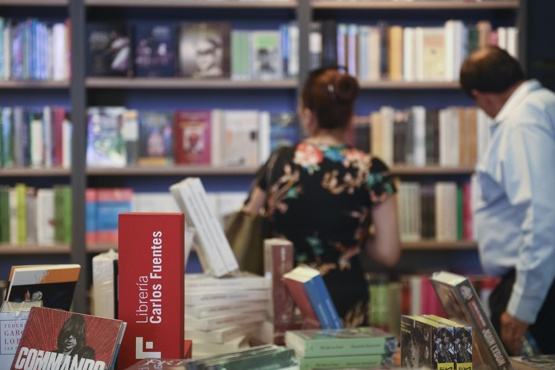 Lectores en La Librería Carlos Fuentes