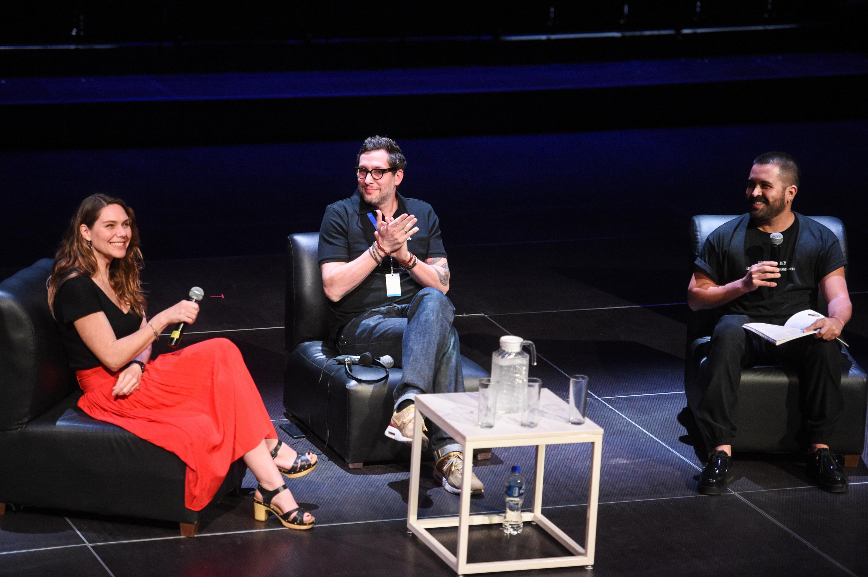 Cineasta Erika Lust, participando en una charla con jóvenes estudiantes de cine, en el marco del Festival Internacional de Cine en Guadalajara.