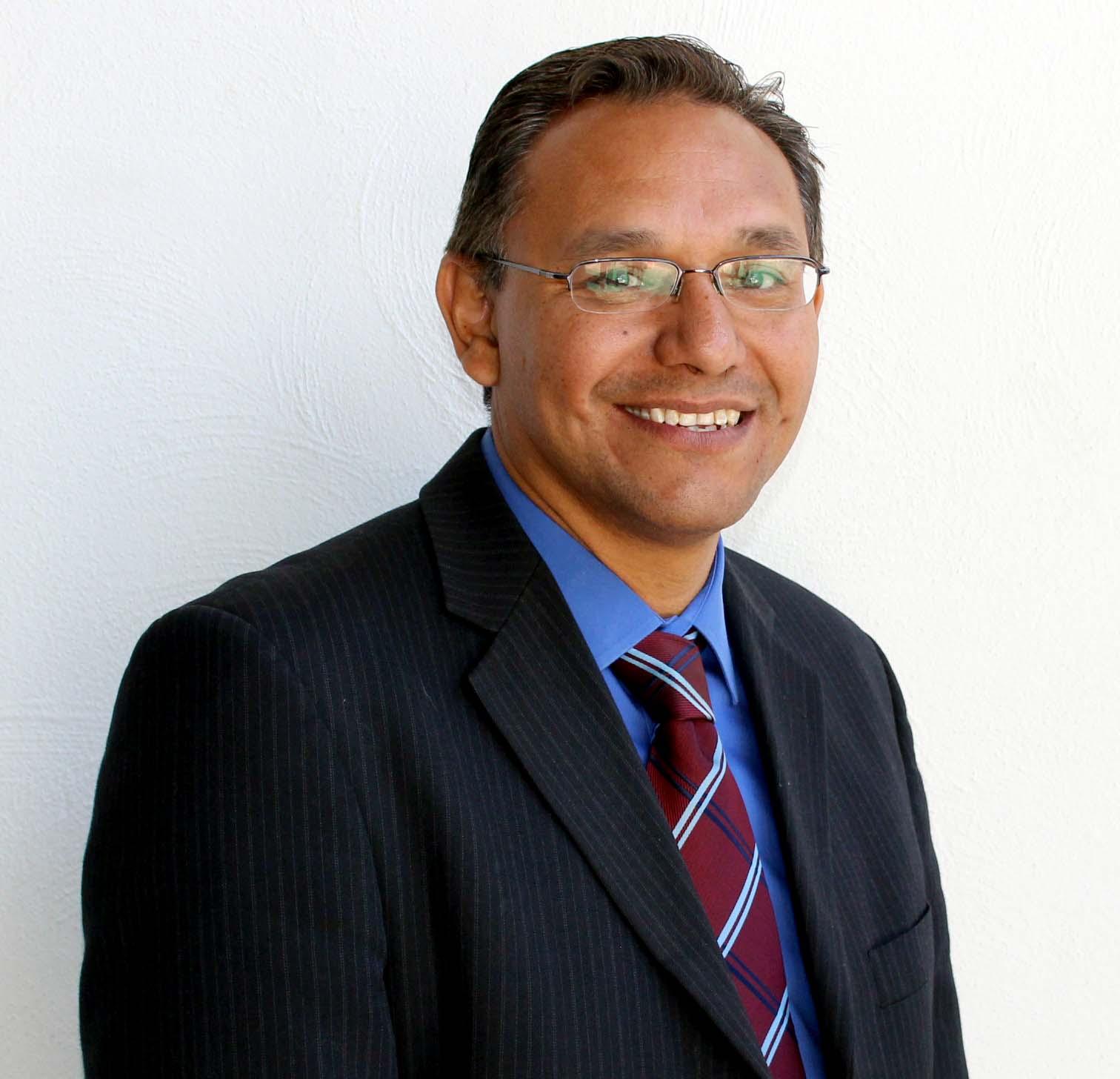 doctorado en Sistemas de Control de Robots y Visión Artificial, Marco Antonio Pérez Cisneros, candidato a la Rectoría de CuTonalá