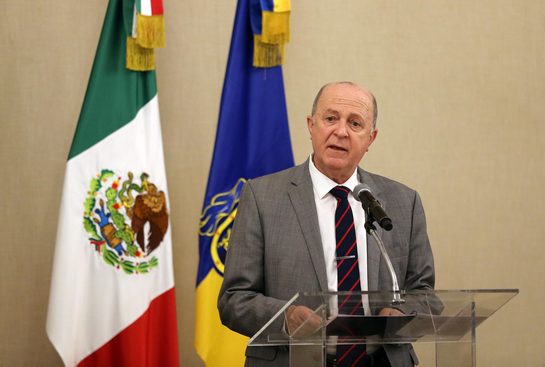 Doctor Miguel Ángel Navarro Navarro, Rector General de la Universidad de Guadalajara, participando en la ceremonia de reconocimiento.
