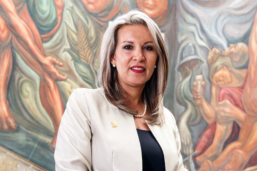Elvia Guadalupe Espinoza Ríos es maestra en Educación y licenciada en Turismo, y candidata a la Dirección General de SEMS