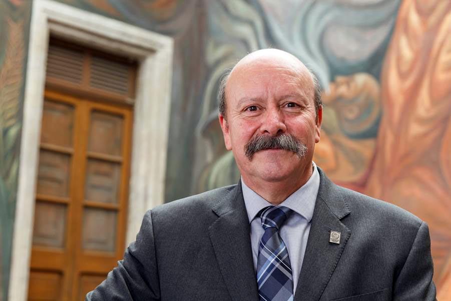 Maestro en Tecnología de la Educación y es cirujano dentista, Javier Espinoza de los Monteros Cardenas, es candidato a la Dirección General de SEMS
