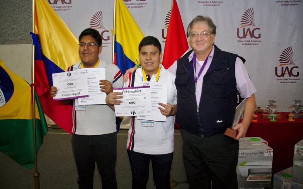 Estudiantes de la preparatoria de Jocotepec, ganadores de la medalla de oro en Infomatrix Latinoamérica.