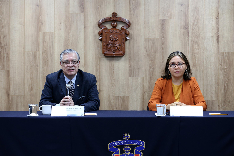 Jefe del Departamento de Estudios Políticos del CUCSH e integrante del observatorio, doctor Armando Zacarías Castillo, participando en la rueda de prensa