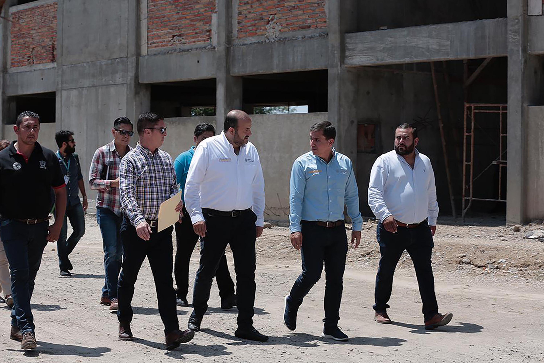 El Rector General de la Universidad de Guadalajara (UdeG), doctor Ricardo Villanueva Lomelí y autoridades universitarias en la gira del Diagnóstico Universitario