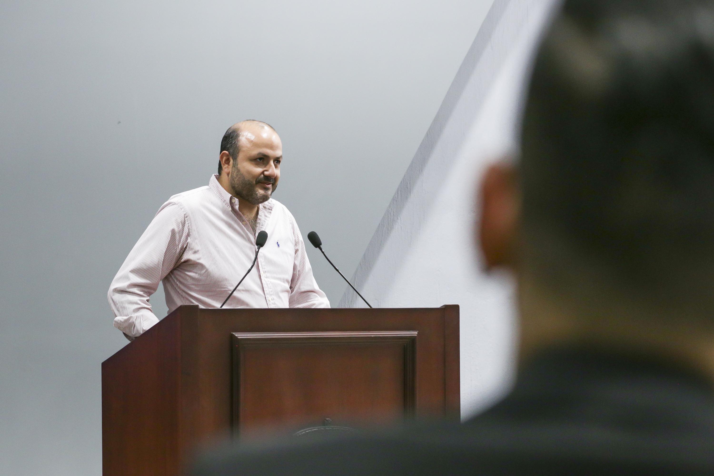 Rector General de la Universidad de Guadalajara, doctor Ricardo Villanueva Lomelí, haciendo uso de la palabra
