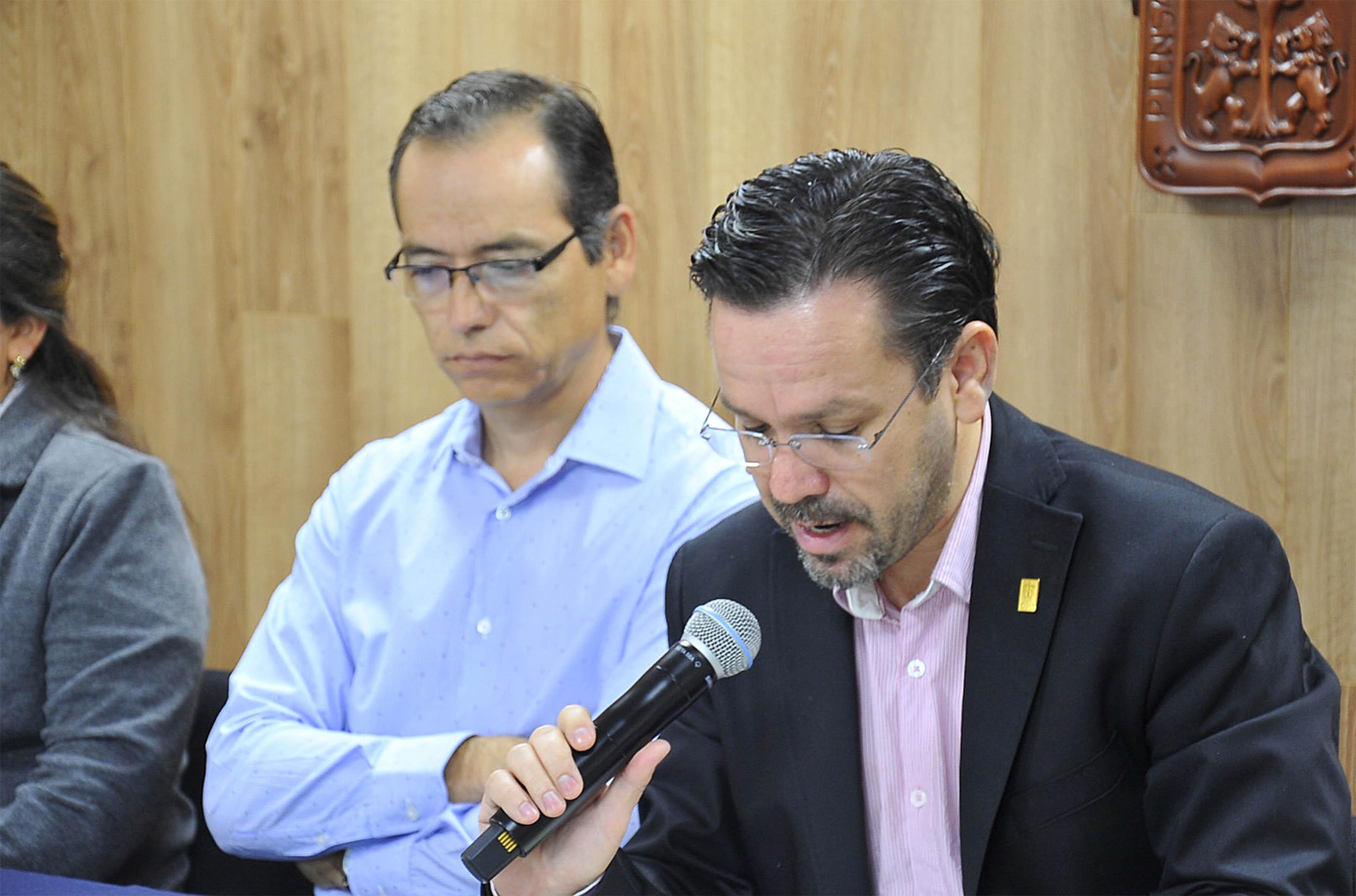 Rector del CULagos, Aristarco Regalado Pineda participando en rueda de prensa