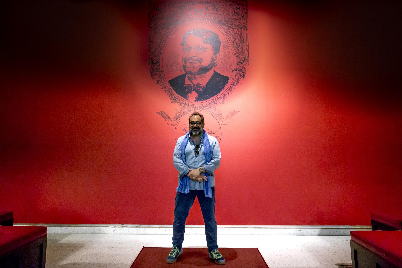 Curador de la exposición En casa con mis monstruos, Eugenio Caballero