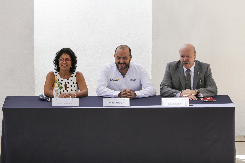 Autoridades representantes de la Preparatoria 13 de la Universidad de Guadalajara, participando en la ceremonia