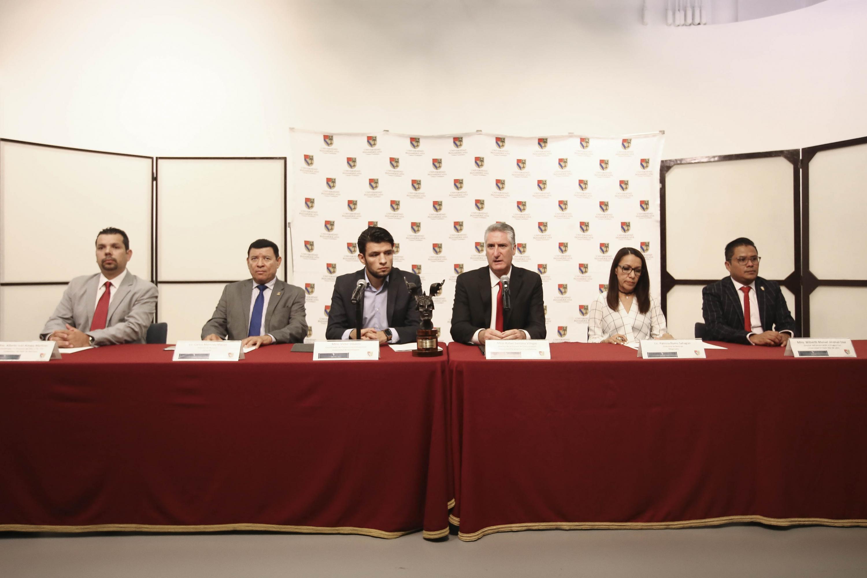 Autoridades universitarias en rueda de prensa de la convocatoria de la edición 2019 del Premio Jalisco de Periodismo (PJP)