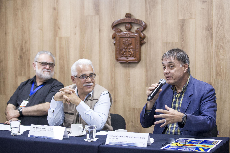Lic. José Ramón Miquel Jauregui Villegas, haciendo uso de la palabra en conferencia de prensa