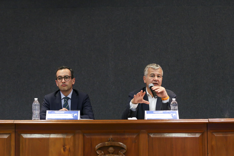 Doctor Guillermo Cisneros, presidente de Unnivers, haciendo uso de la palabra.