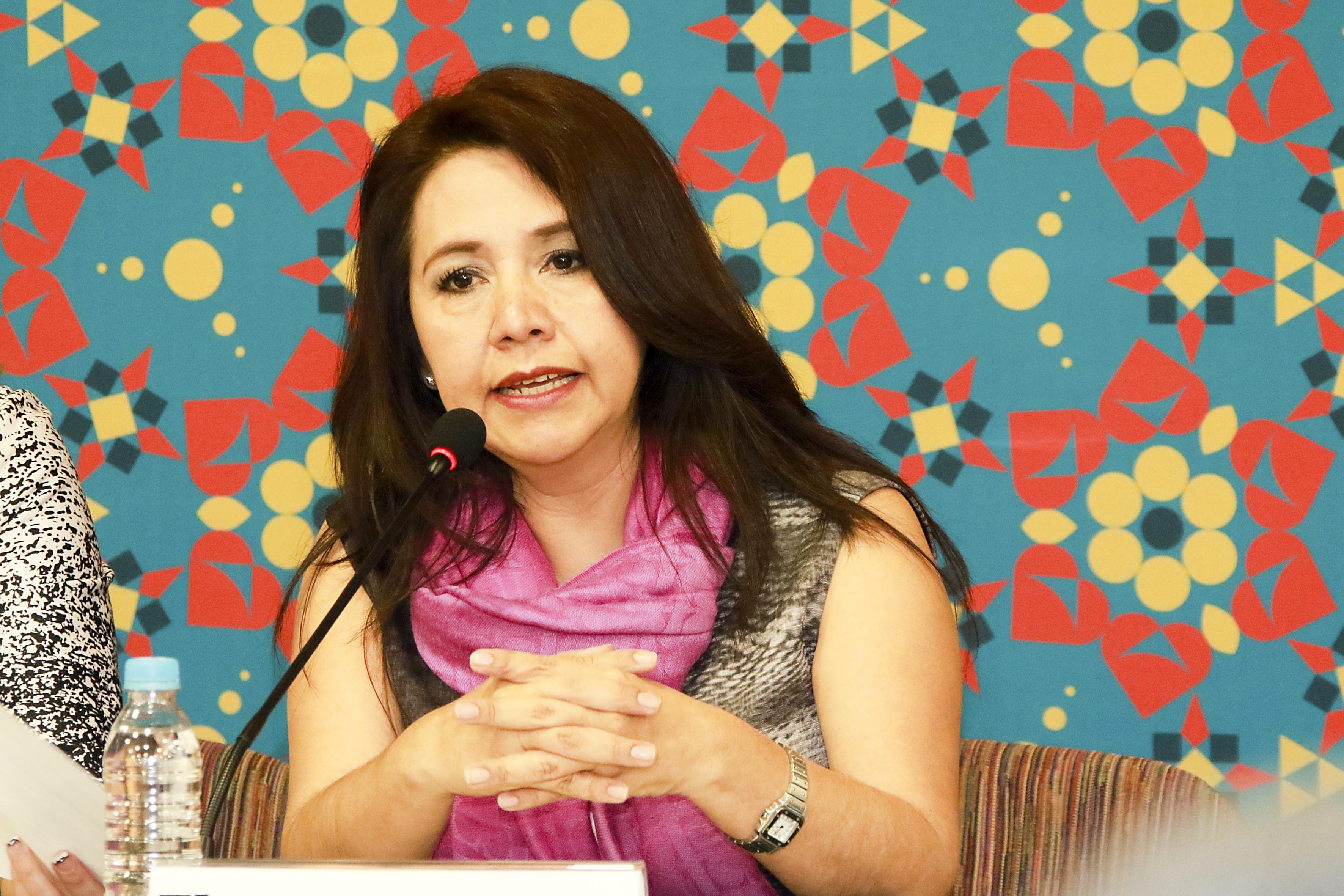 Maestra Elsa Ortega Rodríguez, Directora general de Tecnologías de Información de la Universidad Veracruzana, participando en el Panel