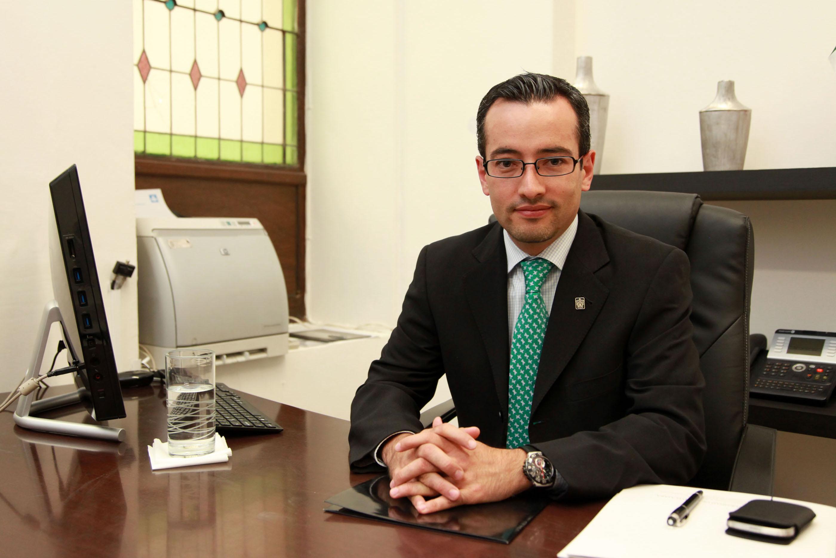 Carlos Iván Moreno Arellano, coordinador General de Planeación y Desarrollosti Intucional, durante su conferencia de prensa