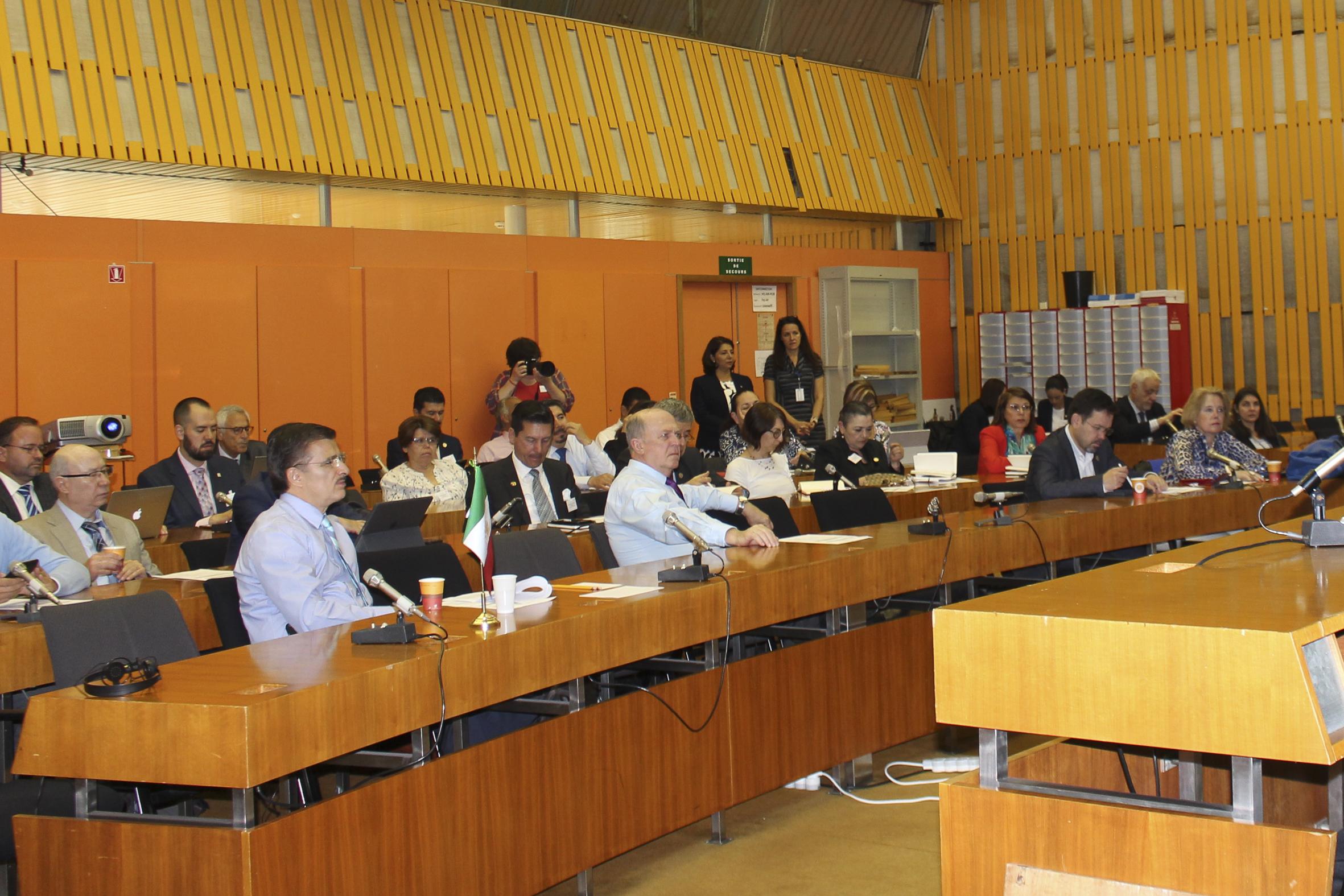 """Firma de convenios Durante el seminario """"Experiencias y mejores prácticas en la educación superior de Francia"""