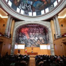"""Conferencia magistral """"Gobernanza y administración pública en la era de los populistas"""", en el Paraninfo Enrique Díaz de León de la Universidad de Guadalajara (UdeG)."""