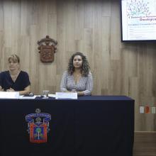 Doctora Katja Stein y la maestra Miriam Hernández Franco, académicas del Centro Universitario de Ciencias de la Salud (CUCS), durante rueda de prensa