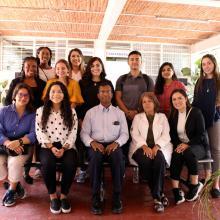 Estudiantes y académicos de la Universidad de Guadalajara y de la Universidad de Texas en San Antonio, Estados Unidos de América (EUA), posando para toma de fotografía