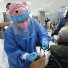 Este día se aplicaron un promedio de mil 400 vacunas a los adultos mayores