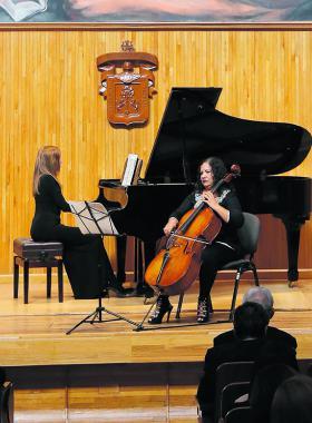 Interpretaciones de piano y chelo, como homenaje póstumo a la pianista Leonor Montijo.
