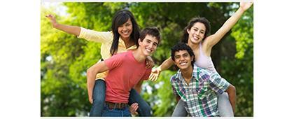 Cartel informativo del Curso Intensivo de Inglés para adolescentes en el Centro Universitario de los Lagos (CULagos). A realizarse del 1 al 26 de julio, de lunes a jueves de 16:00 a 19:00 horas