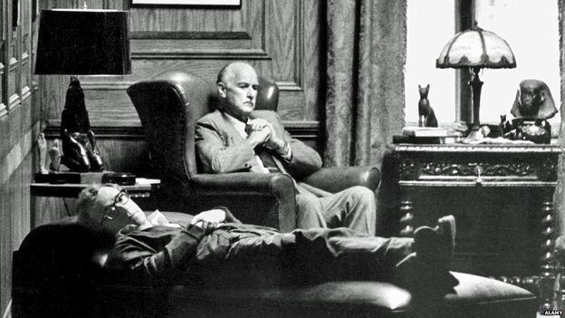 1 de diciembre de 1935 nace el cineasta y escritor woody for Divan freud
